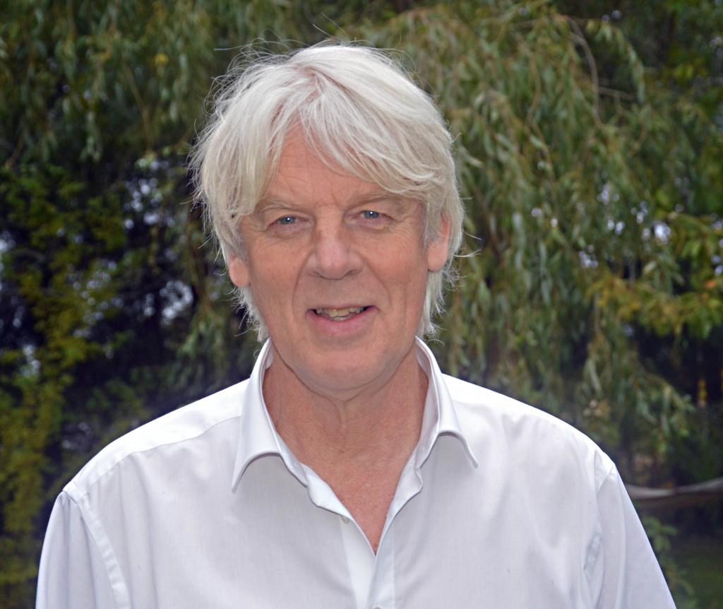 Läraren och skivsamlaren Per Theander är också en framstående konstsamlare. Nu visas en del av hans samling i Hova.