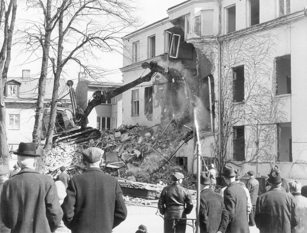 Rådhuset i Falköping rivs. Året är 1973.