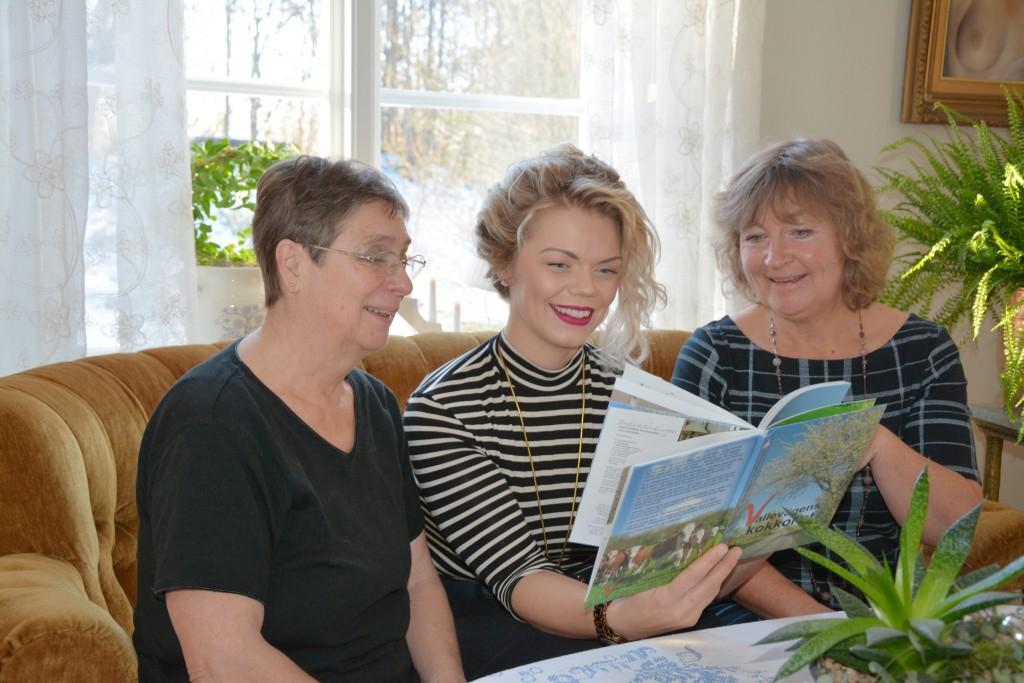 Maria Cidh, Mercedes Murat och Margaretha Fredriksson är jättestolta över sin bok. – Den är som en riktig godispåse, kan de konstatera.