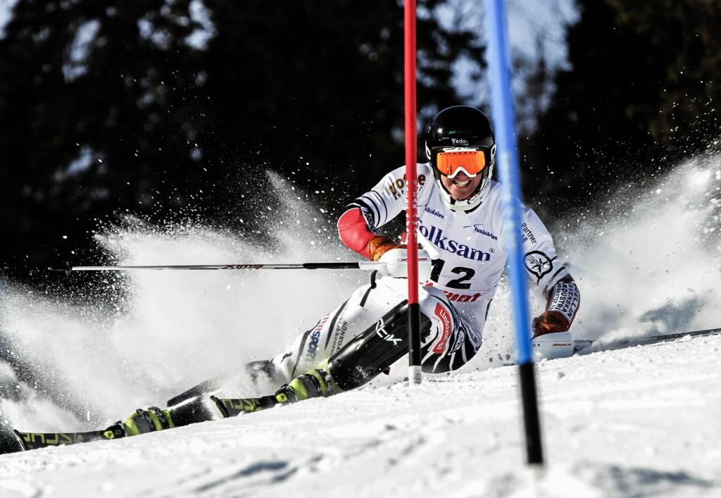 Emil Johansson från Skövde klättrar uppåt i slalomvärlden. Den här säsongen har han plockat fler poäng än under den förra och han har hunnit med att starta fem gånger i världscupen. Foto: Gunnar Bergstedt