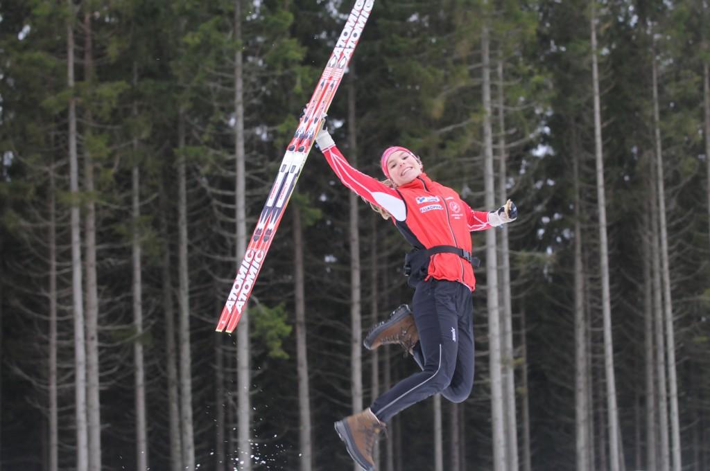 Johanna Hagström vann nyligen Tour de Mösseberg på hemmaplan och nu väntar nästa stora utmaning – Ungdoms-OS i Lillehammer. Johanna ställer upp i tre tävlingar och tror själv att hon har bäst chans i sprinten.
