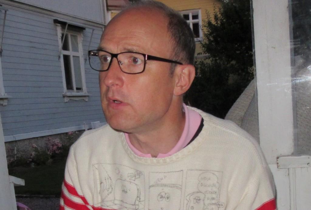 Gustav Mörner, från Skara, arbetar i Bryssel. Ett telefonsamtal räddade honom från att hamna där bomberna small.