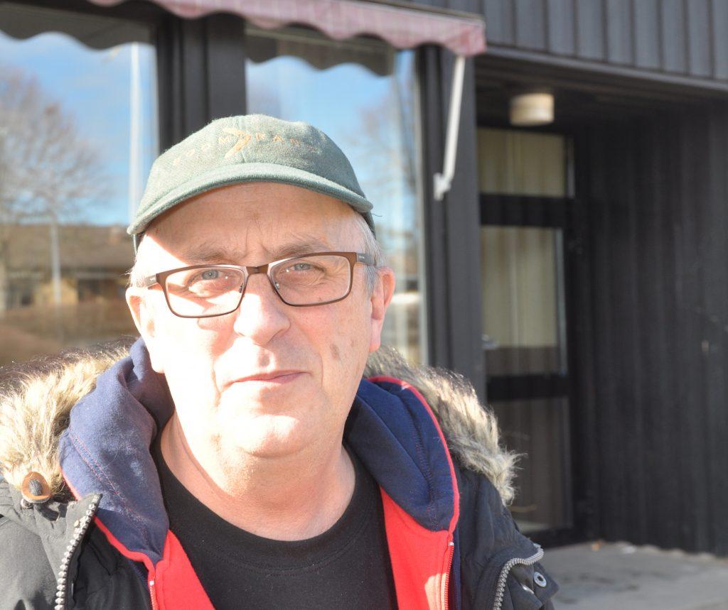 Barn- och utbildningsnämndens ordförande i Götene Anders Månsson (GF) stödjer indirekt oppositionens linje i Götene att hyra ut den kommunala Västerbyskolan. Därmed går han emot sin regeringskollega kommunalrådet Åsa Karlsson (S)
