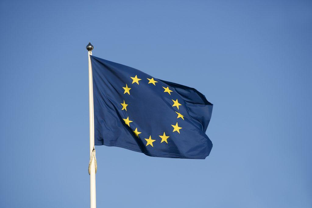 En klar majoritet av svenskarna vill att Sverige stannar i EU.
