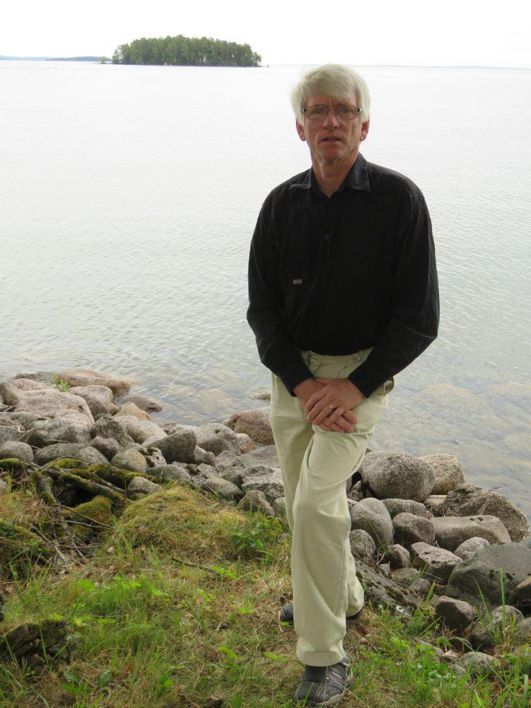 Anders Lundgren (C)  i Brevik utanför Karlsborg lyfter nu frågan om mikroplaster i Vättern i Miljösamverkan östra Skaraborg. Han är också med i Vätternvårdförbundets styrelse.