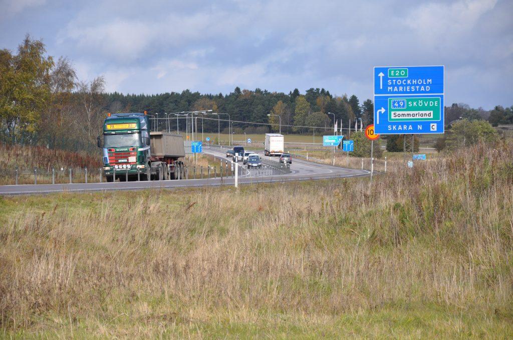 När E20 breddas och rustas upp är det ett resultat av kommunal medfinansiering. 2016 beslöt staten att skjuta till 2,7 miljarder kronor. Detta för att Skaraborgs kommuner och Västra Götalandsregionen bidrog med ytterligare 1,35 miljarder i medfinansiering.