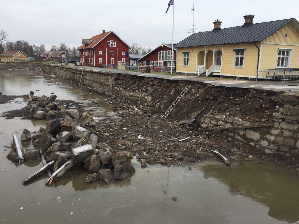 Under de senaste två åren har kajen i Sjötorp renoverats. Foto: AB Göta Kanalbolag.