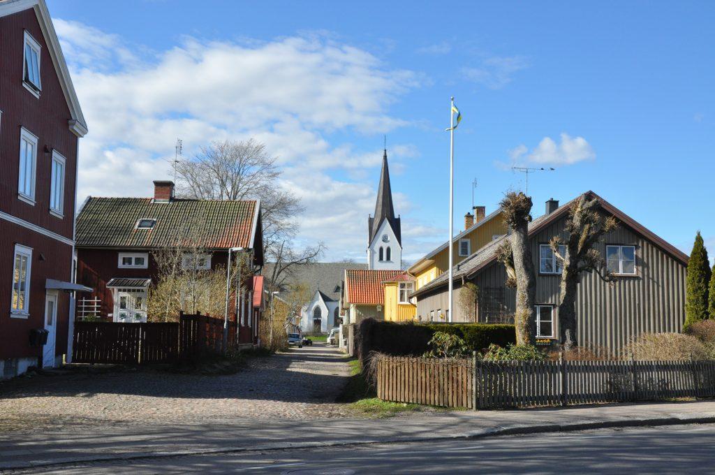 Sex kyrkliga församlingar i Vara slås samman från 2018.