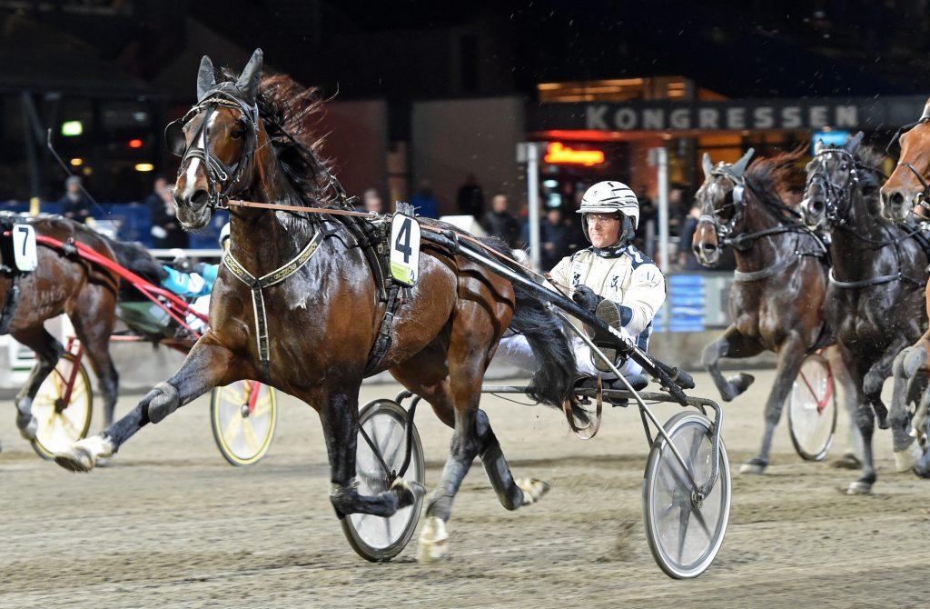 Fossens Bonus och Magnus Jakobsson på väg mot ännu en seger. Foto: Kanal 75
