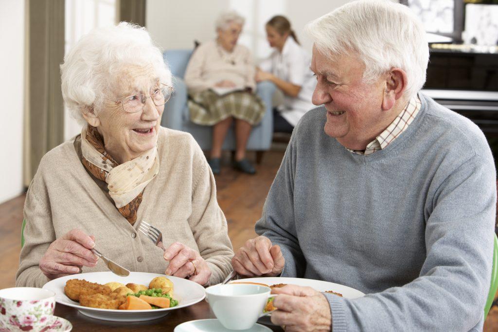 Kostnaden för mat på Skaraborgs äldreboenden varierar kraftigt beroende på vilken kommun du bor i. Mest får de boende i Tibro betala medan man betalar minst i Tidaholm.