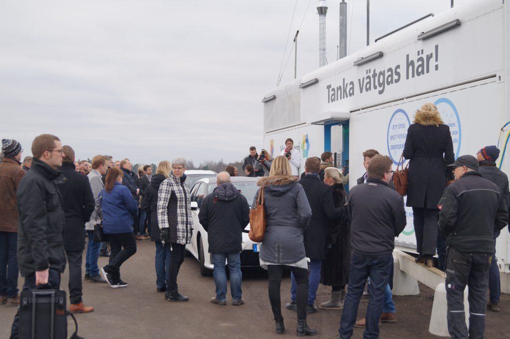 Bilden är från invigningen av den nya vätgasstationen i Mariestad. Foto: Sofia Guldbrand