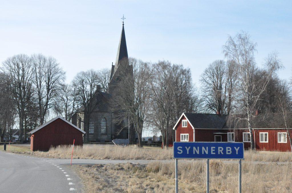 Skara pastorat vill bli av med kyrkan i Synnerby och vill att stiftet tar över. Kyrkan används idag sporadiskt.