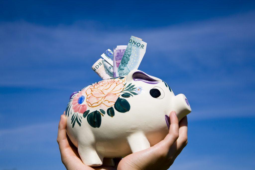 Skövde kommun sparar upp till tolv miljoner på att starta en intern koncernbank.