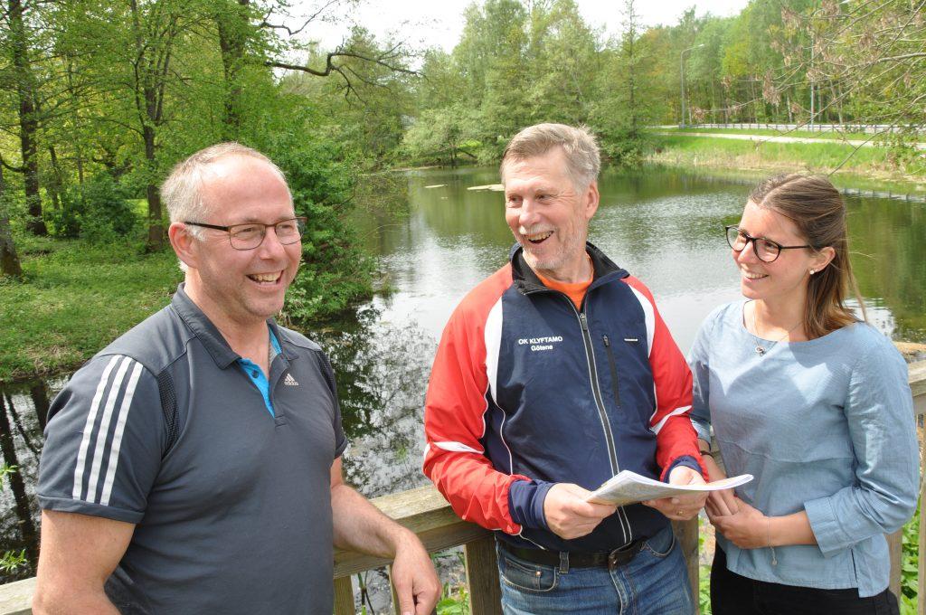 Anders Jonsson, Sten Olsson och Sara Jonsson ser alla fram emot den 3 juni. Då blir det både trail run och orientering i området kring Hällekis. Över 1 000 deltagare väntas samlas i tävlingsområdet vid dammen i Hällekis.