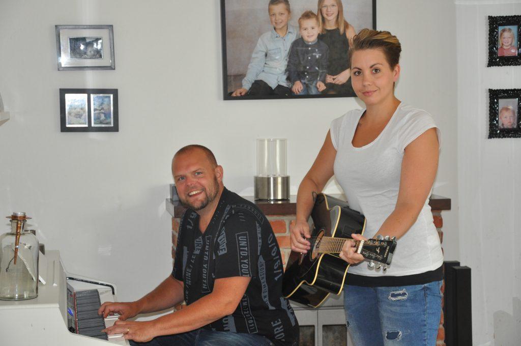 För Rebecca och Markus Persson i Skara är musik en viktig del av livet – både på arbetstid och fritid.