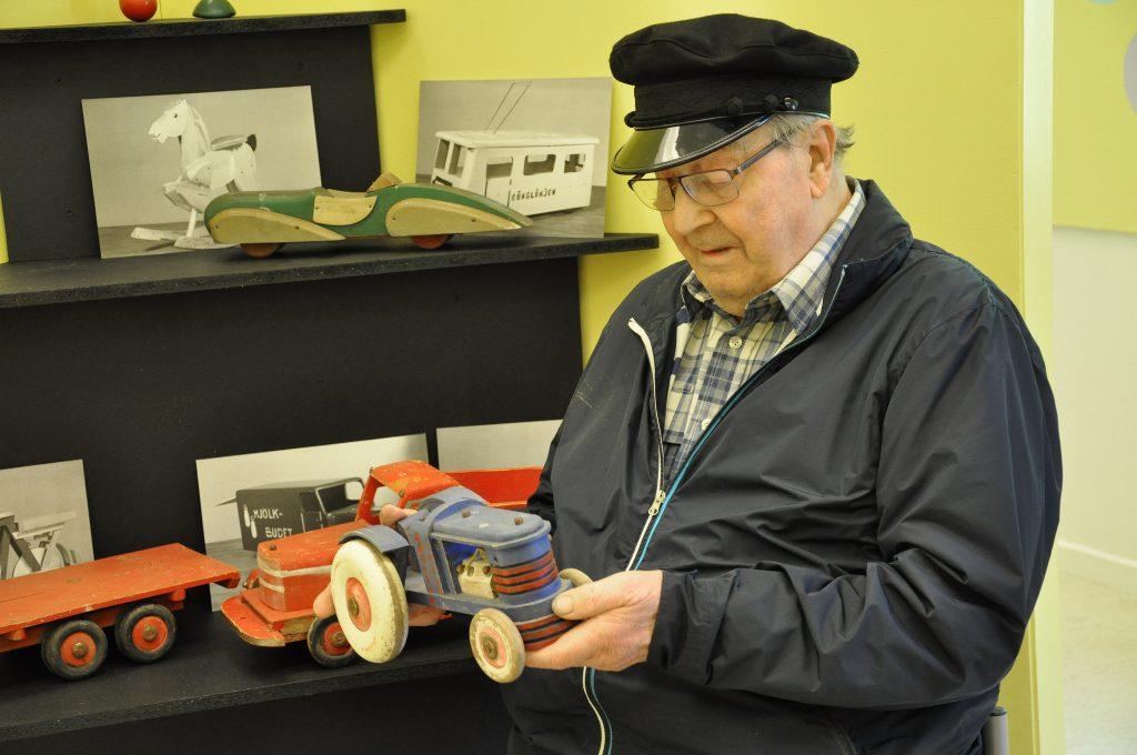 Kurt Andersson minns både sin första nallebjörn och jobben på de två leksaksfabrikerna i Vartofta.