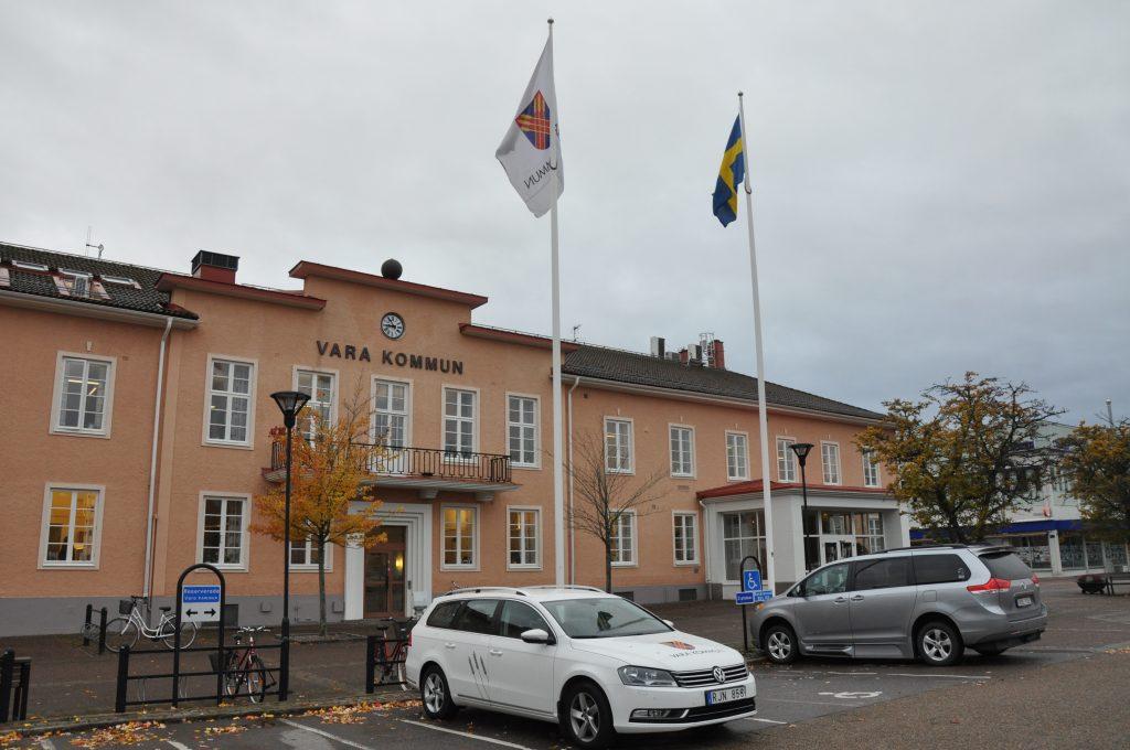 Företagarna i Vara skriver till kommunen och kräver en ny högstadieskola.