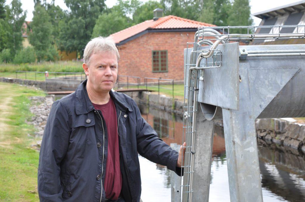 Mats Haglund driver tre kraftverk i år Tidan. Holma i Madängsholm samt Kisaström och Karthagen, nedströms Tidaholm. Han är sekreterare i Västsvensk vattenkraftförening och ingår också i styrelsen för Svensk vattenkraftförening.