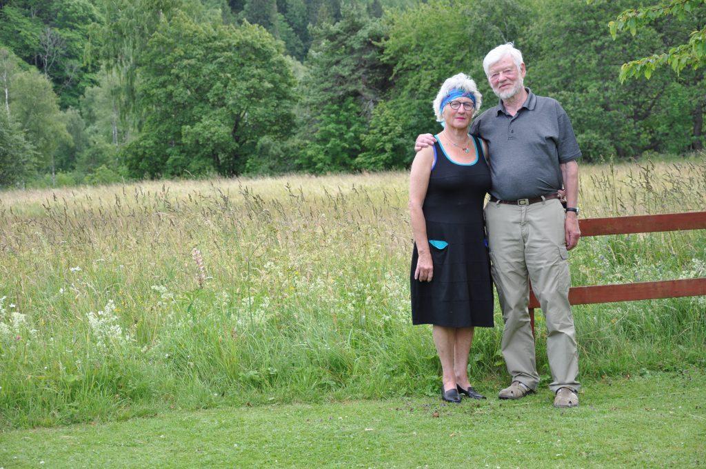 Sedan mitten på 70-talet bor Annette och Göran Magnusson i Ljungstorp. Här har de gott om plats för att skapa men också stora möjligheter för motion i det gröna.