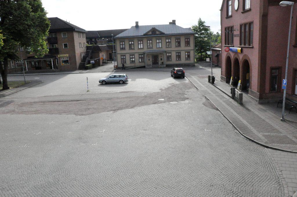 Stationsplatsen i Skara kommun ska byggas om. Frågan bara om någon är intresserad av att göra det.