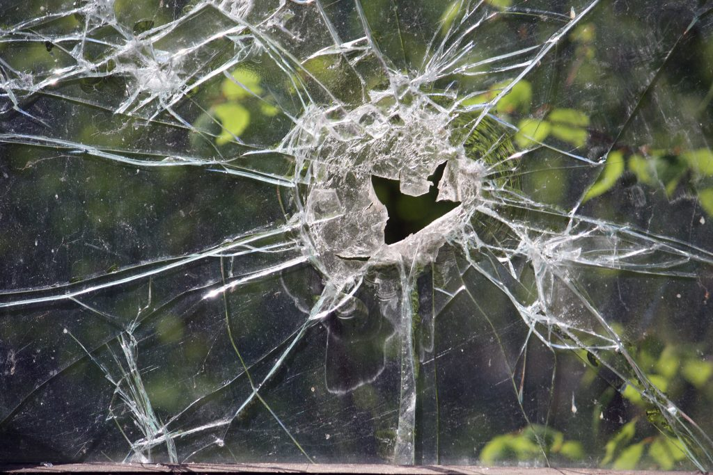 I helgen krossades 16 fönsterrutor på Centralskolan i Falköping.