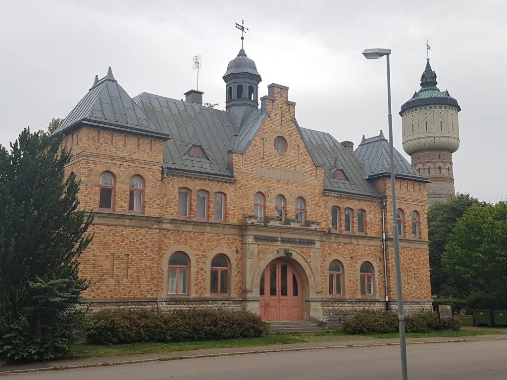 Ska det gamla tingshuset i Skara, som idag inrymmer Skara skolscen, bli lägenheter?