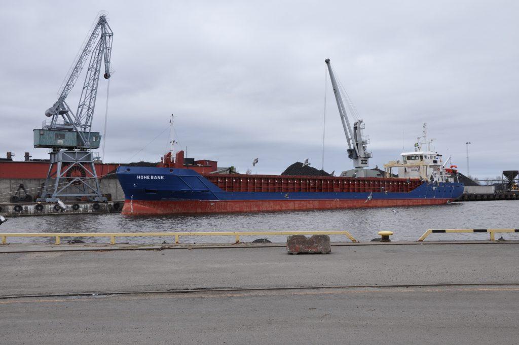 Vänersjöfarten tryggas med nya slussar i Trollhätte kanal. Trafikverket föreslår att nuvarande slussar ska bytas ut och uppgraderas. Fotot från hamnen i Lidköping.
