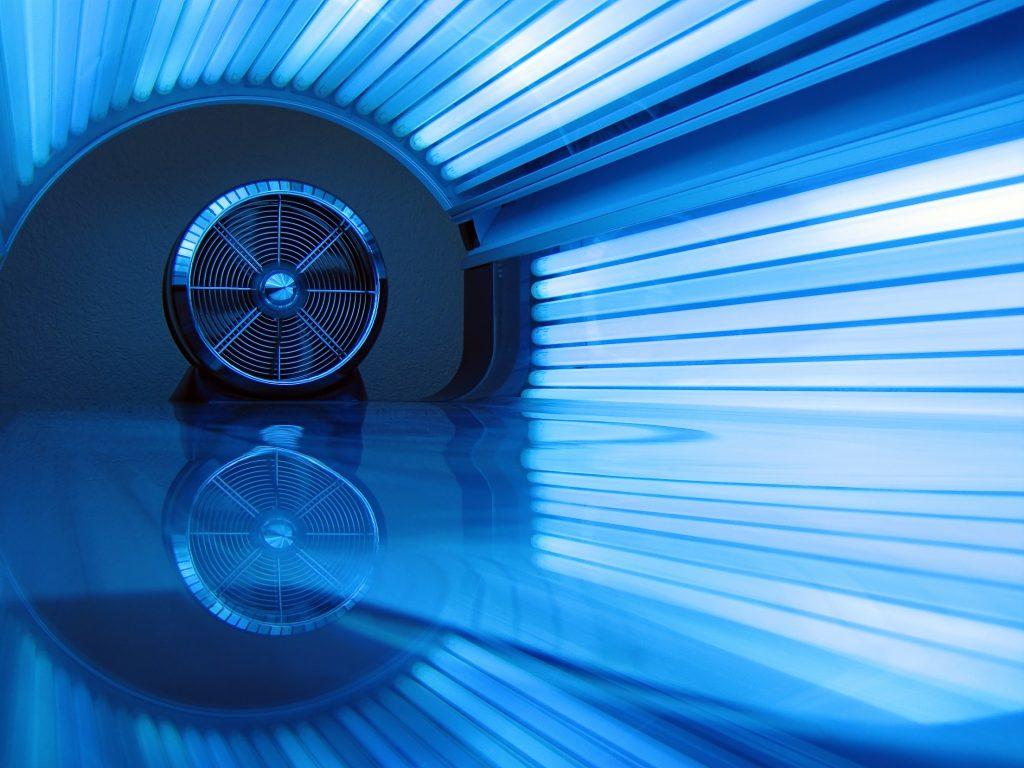 Regionalt Cancercentrum Väst reagerar mot kommuner som driver solarier, eller som hyr ut lokaler till solarier.