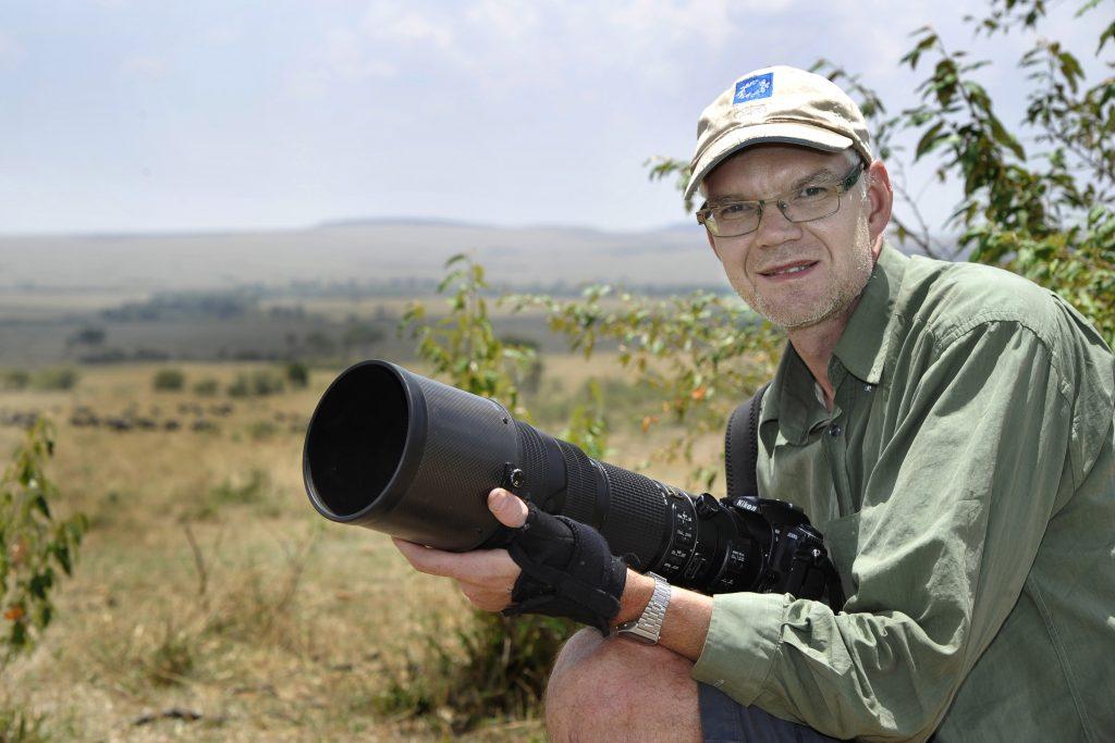 Jan reser världen runt för att fotografera fotbollsspelare och djur. Här är han på en resa i Maasai Mara i Kenya. Foto: Privat
