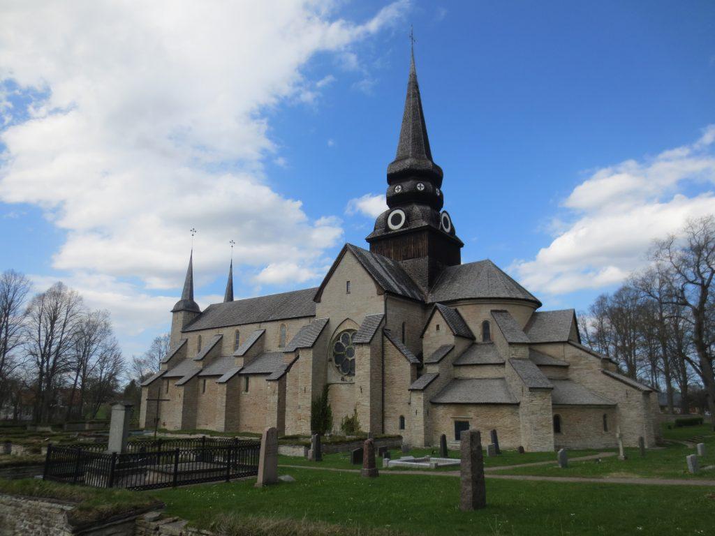 Varnhems klosterkyrka får  2,2 miljoner kronor till renovering av det stora rosettfönstret.