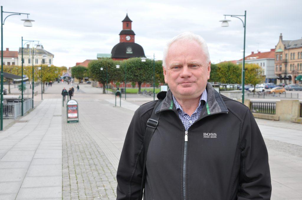 Lidköpingsbon Pär Johnson, 55, är ordförande för Liberalerna i Skaraborg. Han efterlyser mer blocköverskridande lösningar i rikspolitiken och vill att hans parti går till val på sin egen liberala politik. Något gemensamt valmanifest inom alliansen vill han inte ha.