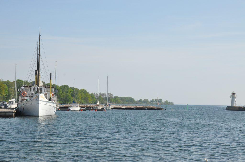 Länsstyrelsen granskar den akuta muddringen av hamnen i Hjo.