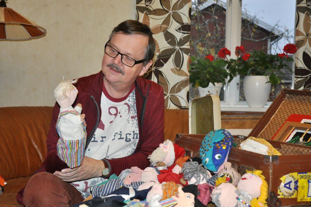 Det är inte utan att han saknar det en smula. Kanske är det dags att ge dockan Pelle liv igen, resonerar Allan Ahlman. Han kan ju börja med att spela dockteater för barnbarnen!
