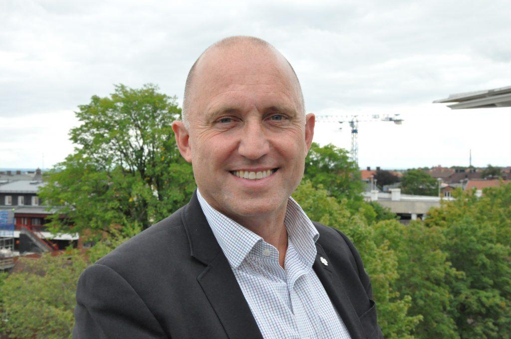 Kommunalrådet Leif Walterum, Skövde, säger att kommunen för en särskild ägardialog med sitt bostadsbolag om bolagets vinstdelning till sina anställda.