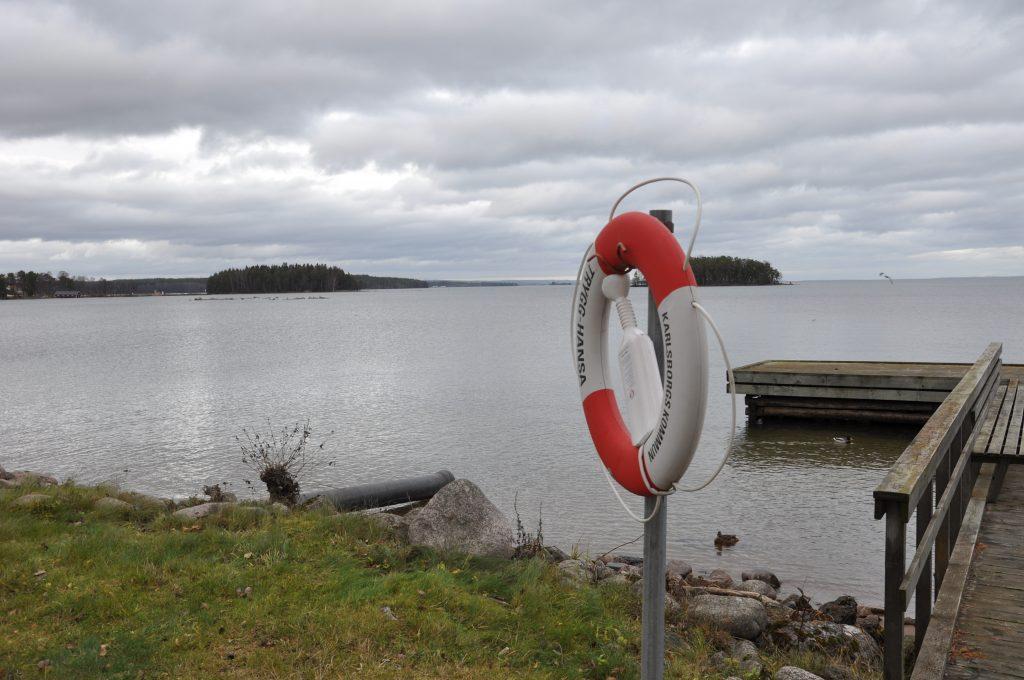 Vättern är Europas största dricksvattentäkt. Försvarets ansökan om att kraftigt få utöka skjutning med ammunition och granater vid Hammaren i norra Vättern prövas just nu av Mark- och miljödomstolen i Vänersborg.