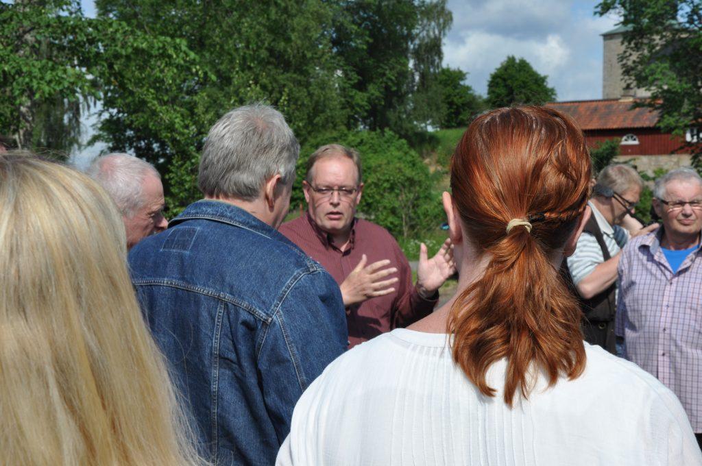 LRF ökar pressen på Naturvårdsverket och dess generaldirektör Björn Risinger, och kräver att verket initierar en översyn av skaderegleringen kring Hornborgasjön. Annars hotar skadeståndsmål. Fotot från det möte Björn Risinger hade med markägarna runt Hornborgasjön i juni 2016.