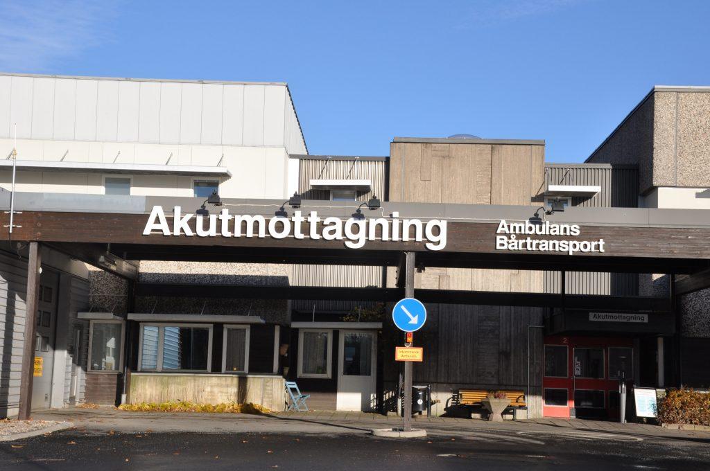 Regionen vill införa närakuter för att avlasta sjukhusens akutmottagningar. Men socialdemokraterna tycker det går för långsamt. Nu föreslår partiet att fyra närakuter inrättas i regionen redan 2018. En av dessa placeras i Skaraborg.