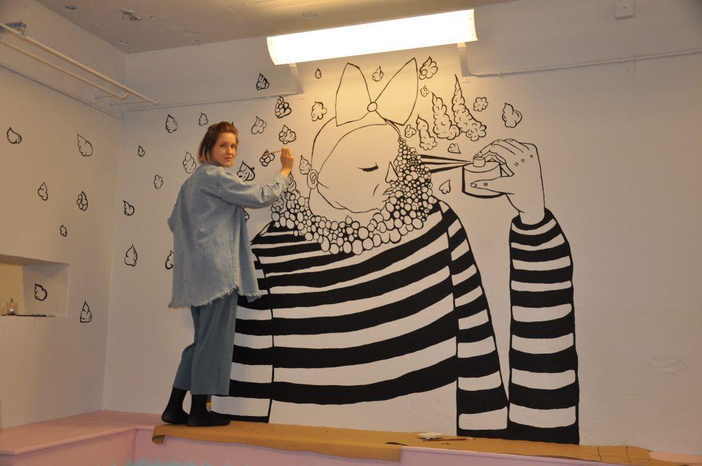 Samhällsdebattören, konstnären och serietecknaren Bim Eriksson inviger Subsurface med sin utställning Här där ingen ser mig.