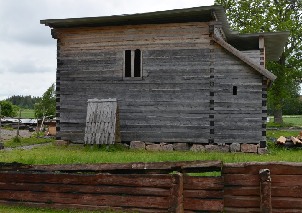 Sedan 2007 pågår rekonstruktion av Södra Råda Gamla kyrka. Den ursprungliga medeltida träkyrkan brändes ner 2001.