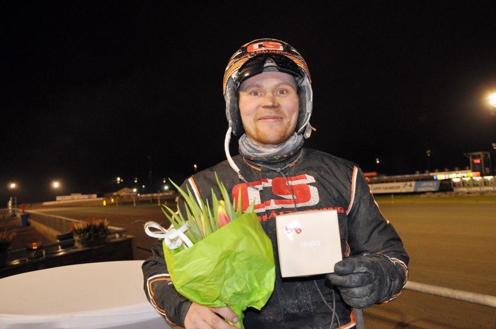 Fredrik Berg vann Skaraborgsbygdens lärlingsserie på Axevalla 2017. Fredrik kommer ursprungligen från Klippan i Skåne men bor numera i Vinninga.