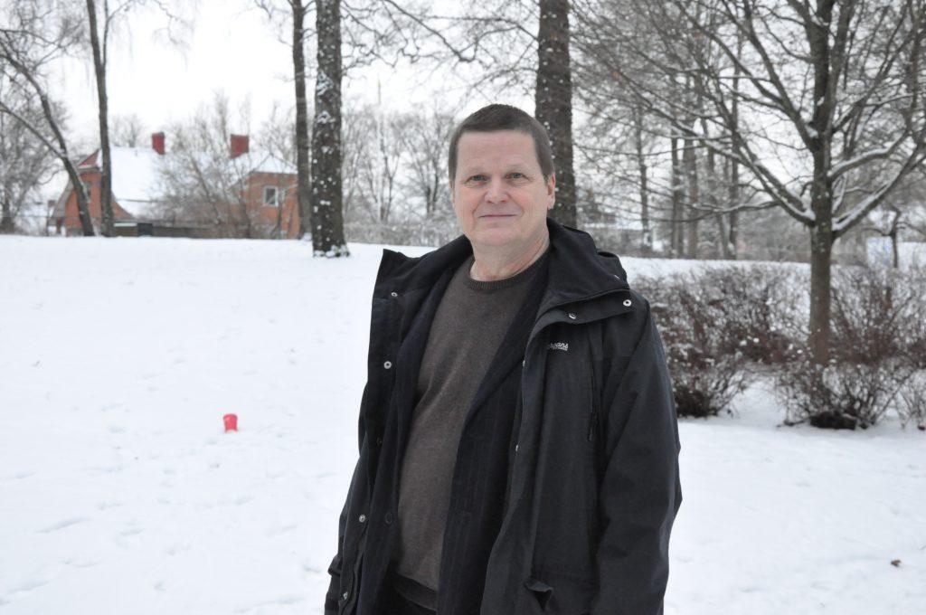 När Patrik Björck (S) var 28 år flyttade han med fru och barn från storstaden Göteborg till lilla Åsarp, utanför Falköping. Han knackade på hos Kinnarps Kontorsmöbler och fick jobb direkt. Vägen från Träindustriarbetareförbundets klubbstyrelse har nu lett honom till att vara första namn på Socialdemokraternas riksdagslista i Skaraborg.