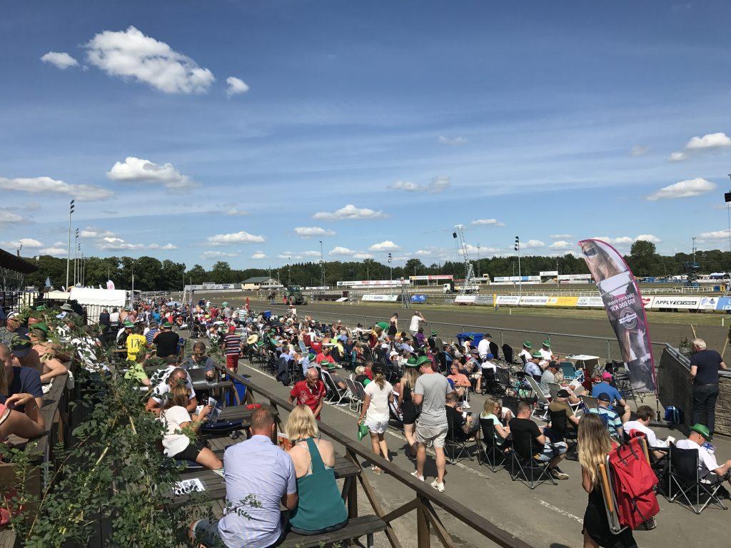 Stochampionatshelgen körs alltid under vecka 29 och under den veckan kommer cirka 80 000 människor till Skara. Både travbanan och Skara Sommarland noterar höga besökssiffror just under den veckan.