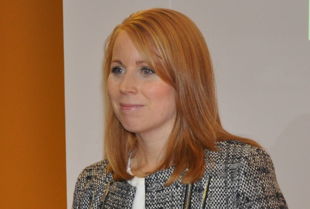 Centerpartiet ger väljarna möjlighet att i höstens val kryssa Annie Lööf istället för regionala kandidater.