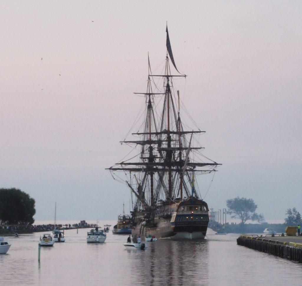 Ostindiefararen Götheborg har seglat färdigt. Nu satsar ett privat konsortium på att göra skeppet till ett permanent besöksmål i Göteborg. Västra Götalandsregionen skjuter till 6,25 miljoner kronor för projektet. Bilden från när skeppet lämnar Lidköping 2015. Foto: Per Gustafsson