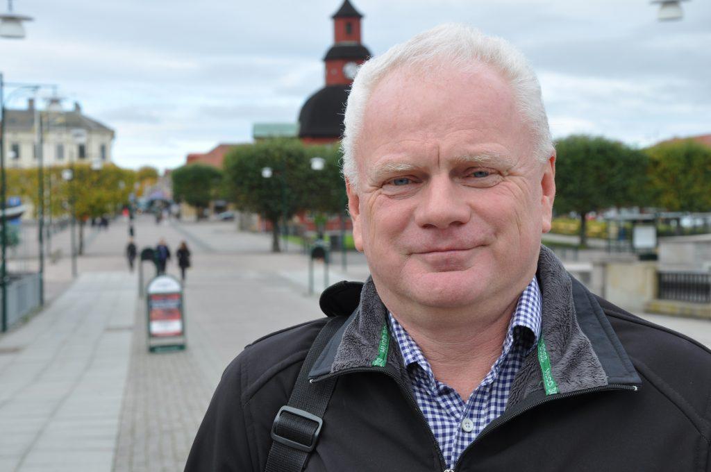 Pär Johnson (L) är toppnamn till såväl riksdagen som regionfullmäktige.