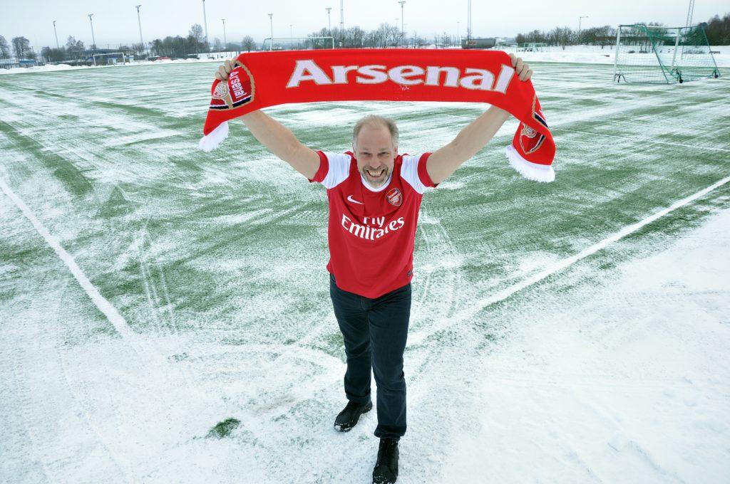 """Stefan """"Tosse"""" Johansson har varit Arsenal-supporter sedan lågstadiet. I nästa kommer laget i hans hjärta till Sverige och Östersund – och då är han självklart på plats. Han befinner sig då i Bruksvallarna på ett skidträningsläger men åker gärna 20 mil extra för att sitt Arsenal."""