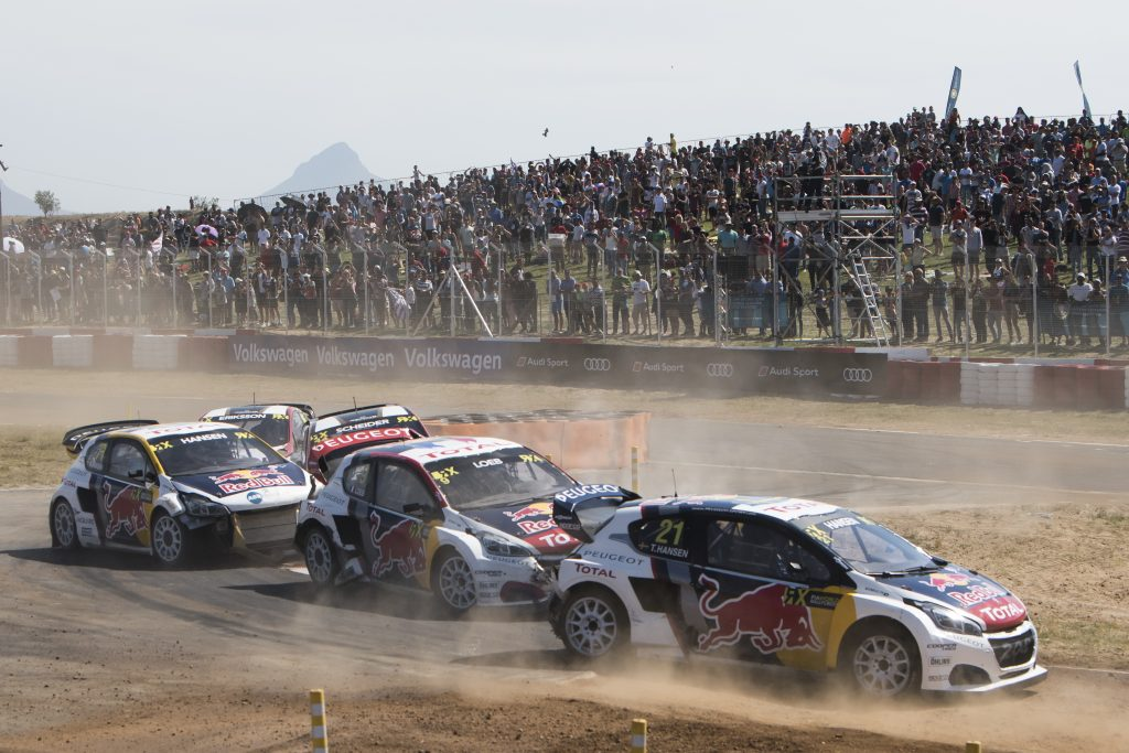 Timmy och Kevin Hansen blir två av Peugeots tre förare när det franska företaget nu storsatsar på rallycross. Den tredje föraren blir Sebastian Loeb. Här tävlar trion i Sydafrika i höstas. Foto: Redbullcontentpool