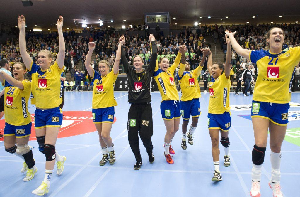 Får Sverige jubla i Skövde? Blågult jagar gruppsegern i kvalet till EM och laget måste vinna med åtta mål för att det ska bli verklighet. Foto: Roger Lärk
