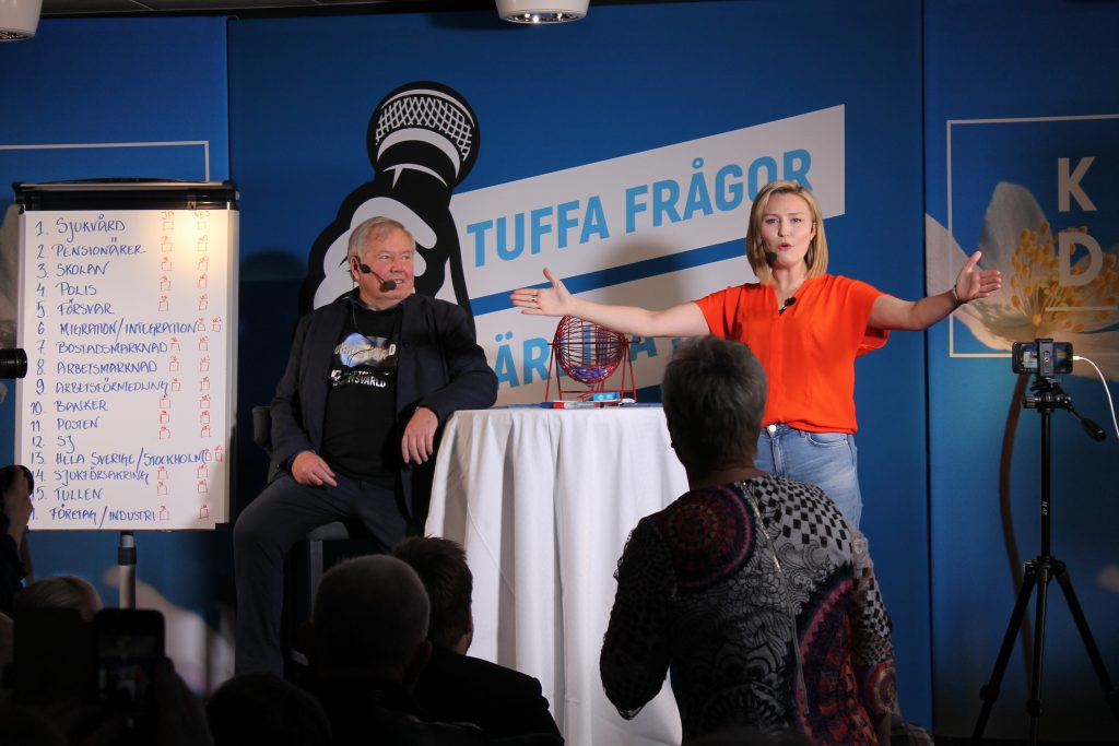 Ebba Busch Thors välbesökta valupptakt i Skaraborg blev en show tillsammans med Skaraprofilen Bert Karlsson. Berts roll är att vara moderator och sidekick. Som sådan hoppas Bert medverka till att Ebba Busch Thor blir Sveriges svar på Tysklands Angela Merkel.