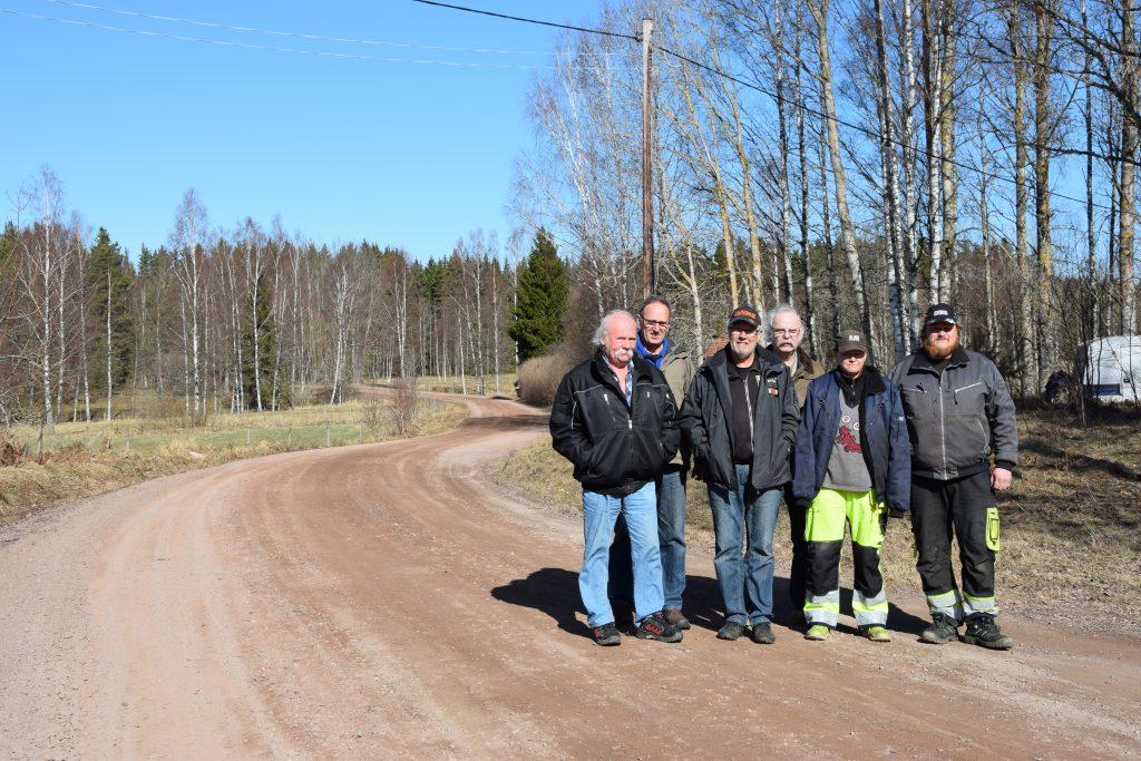 Bill Wester, Mats Andersson, Sven-Ove Karlsson, Arne Johansson, Jenny Gustafsson och Lars-Erik Tegerö är några av de som har tröttnat på den dåliga statusen på väg 3014 och vill se att vägen åtgärdas och får en beläggning.